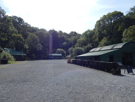 Llanwrda, UK: View of the site from the entrance