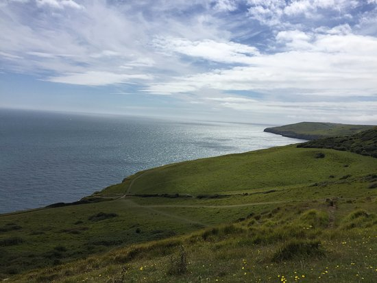 Langton Matravers, UK : Pathway and view down to Dancing Ledge