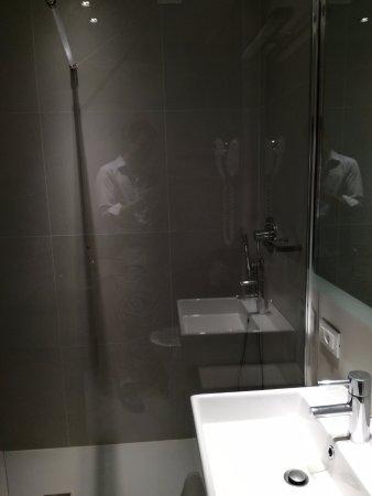 Hotel Lugano Torretta: Baño de la habitación doble