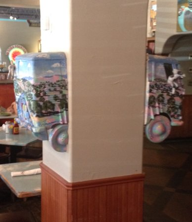 เบอร์นาลิลโล, นิวเม็กซิโก: Example of original art inside restaurant.