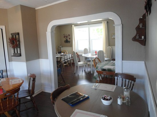 Harvey, كندا: dining area ,walk in for a meal or reserve an area for your party or gathering