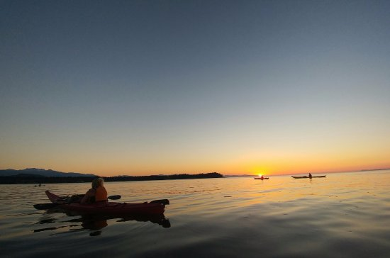 Parksville, Canada: Kayaking into the sunset
