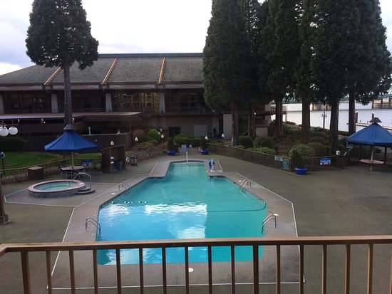 Red Lion Hotel on the River: Overlooking the pool