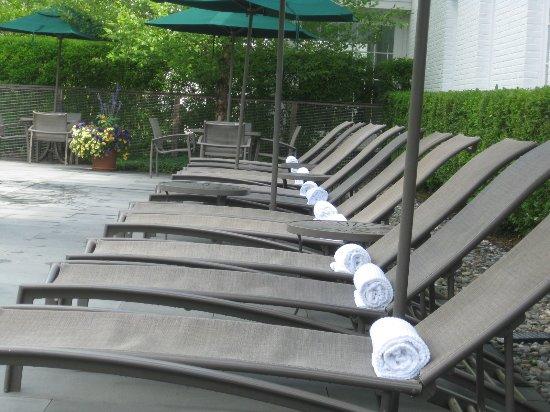 Woodstock Inn and Resort: Pool chairs.