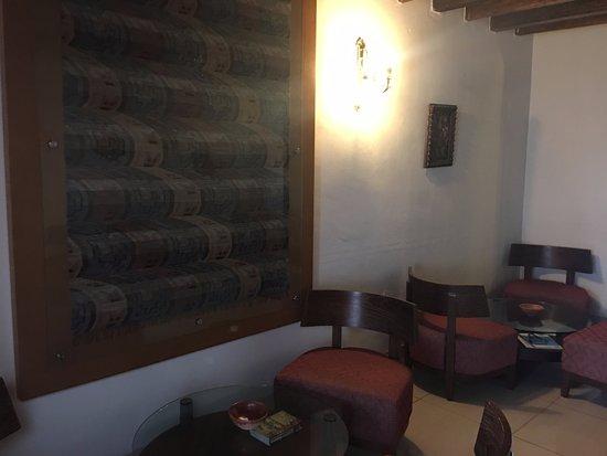 Hotel Senorial: lobby sitting area