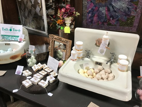 Elberton, GA: Fantastic smelling bath bombs and soaps inside quirky antique sink displays