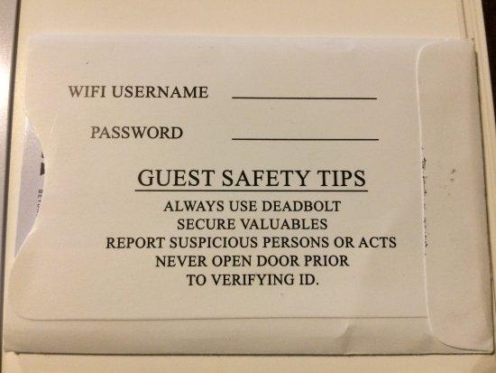إيمرلاد كوست إن آند سويتس: Safety reminders from the key card holder!