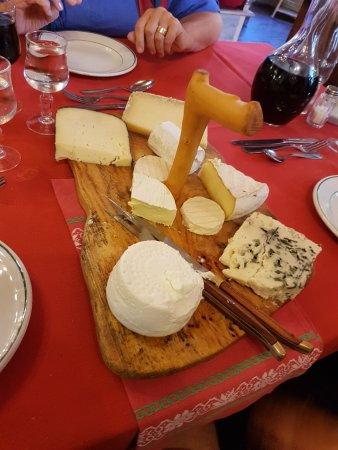 Grezels, France: The Cheese Platter