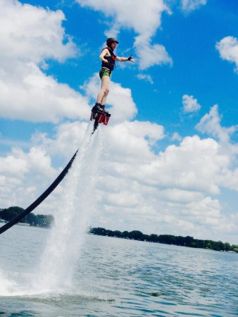 Plymouth, Миннесота: A photo of me flyboarding
