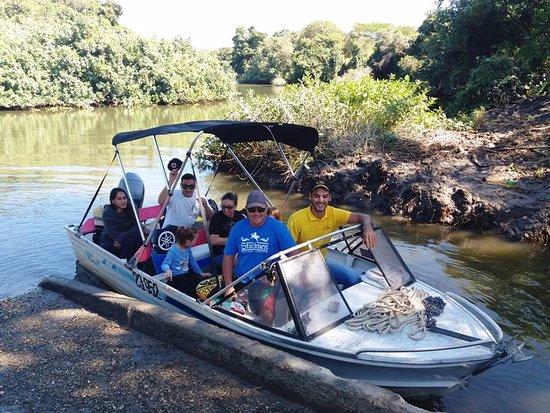 South Pacific: Départ du quai Valette pour une découverte du DIAHOT, seul fleuve de la nouvelle-Calédonie.