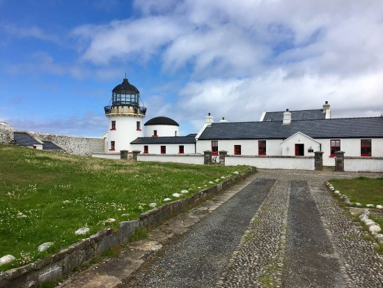 Clare Island Lighthouse: The lighthouse and views