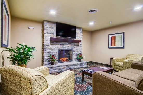 Lamoni, IA: The lobby offers a great gathering spot for all friends and families alike!