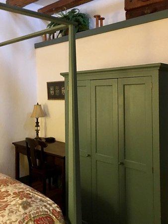 Cedarburg, WI: Room 207 Henry Hentschel