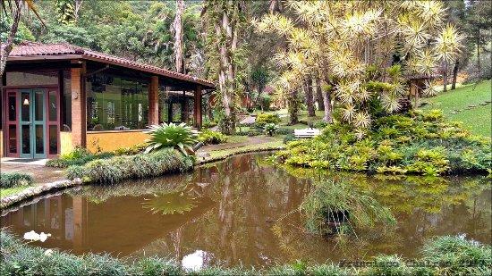 Lumiar, RJ: Restaurante e lago com peixes