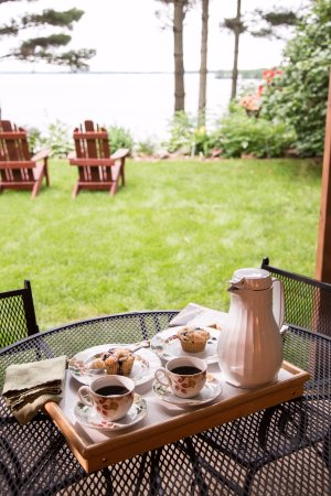 Chippewa Falls, WI: The Hidden Harbor room has a private patio area overlooking Lake Wissota