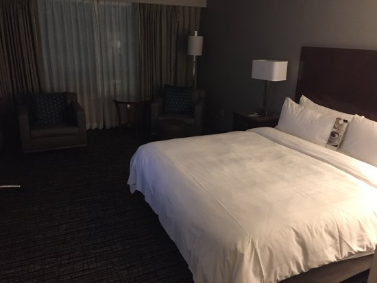 Toronto Marriott Downtown Eaton Centre Hotel: photo2.jpg