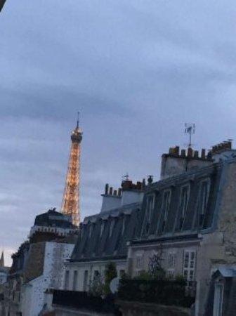 Hotel l'Amiral: Vue le soir sur la Tour Eiffel