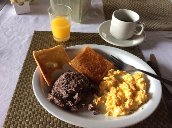 Hotel El Bramadero: This is the included breakfast. It was delicious.