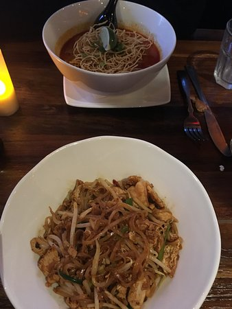 Chai : Delicious Pad-Thai and Hot Noodle Curry