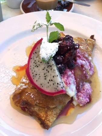 Neutral Bay, Australia: Crepes with fresh berries
