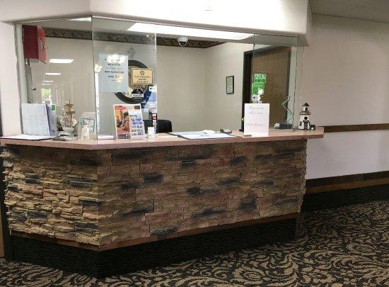 Americas Best Value Inn Green River : Front Desk