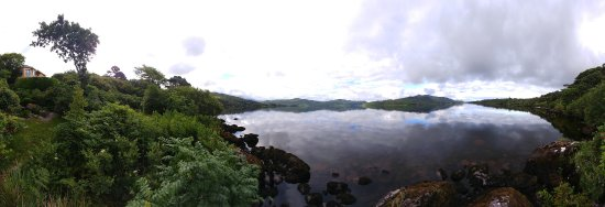 Caragh Lake, Ireland: Hotel and the loch