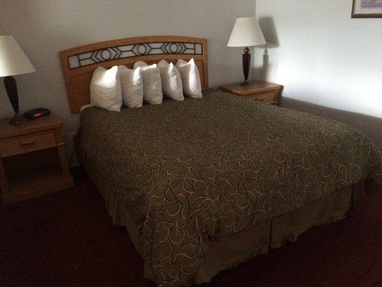 Grouse Inn: Queen bed
