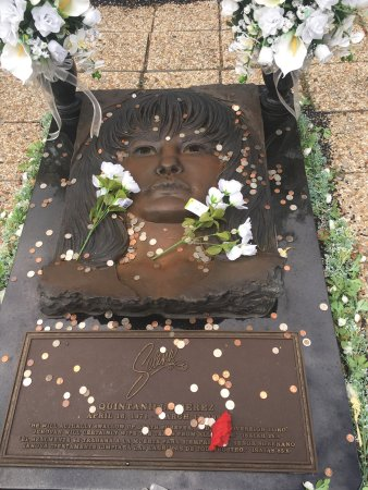 ‪The Grave of Selena Quintanilla-Perez at Seaside Memorial Park‬