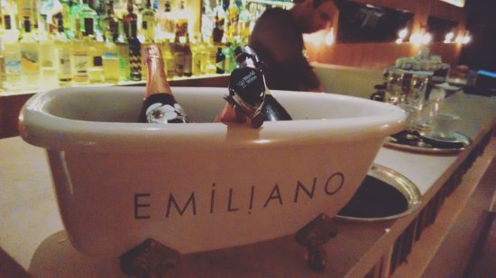 Emiliano Hotel: Bar