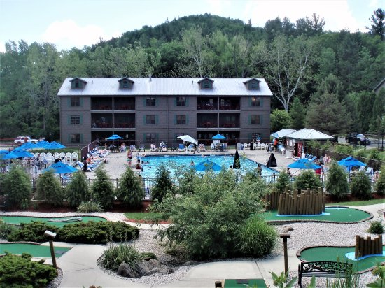 South Lee, MA: Overview of resort outdoor pool and mini golf areas