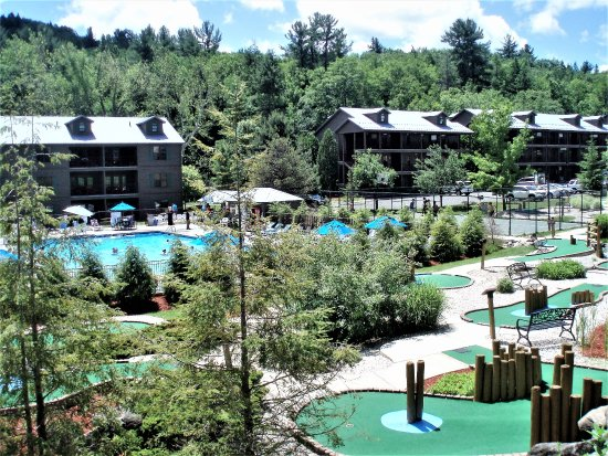 South Lee, MA: Outdoor pool and minigolf