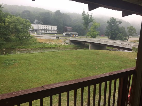 Bear Creek Lodge: view of river and Cass