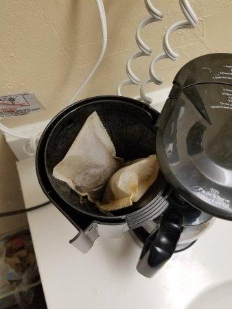 ฟรอนต์รอยัล, เวอร์จิเนีย: Coffee pot not cleaned