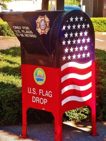 Fairview, Oregón: COOL Looking US Flag Drop Box inthe  Parking lot