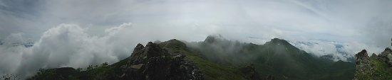 Minamimaki-mura, Japón: 八ヶ岳山上からのパノラマ