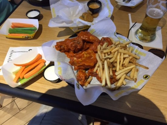 Mount Prospect, IL: Small order of wings, blazing style.