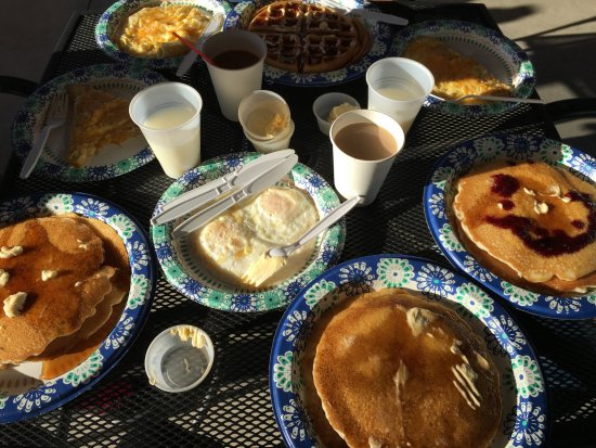 Alpine Lodge : our breakfast meals... so delicious we wanted to eat it all but couldn't!