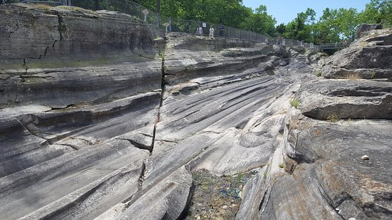 Kelleys Island, OH: Grooves