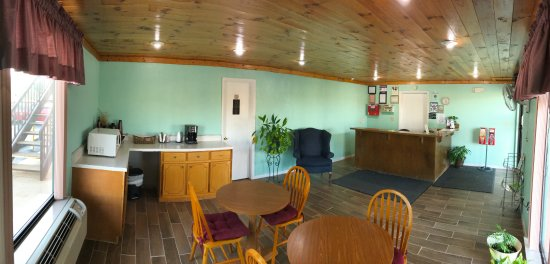 Madisonville, TN: FRONT OFFICE AND BREAKFAST AREA