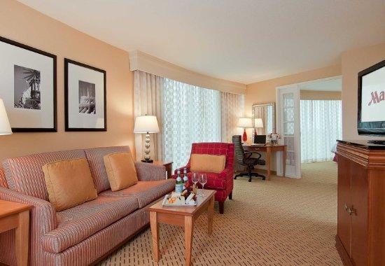 Anaheim Marriott Suites: Executive Suite - Living Area