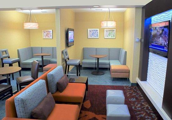 Milpitas, CA: Lobby Sitting Area