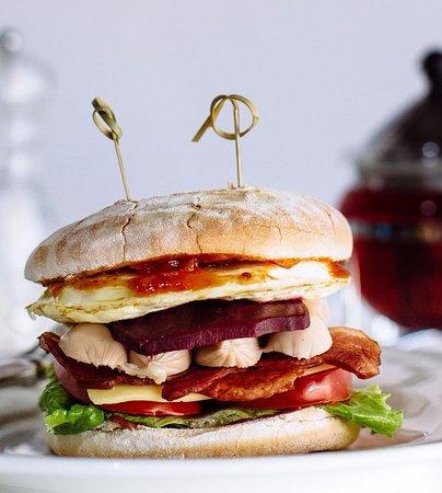 Ettalong Beach, Australia: full of goodies: the breakfast burger