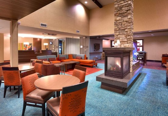 San Marcos, CA: Lobby Seating