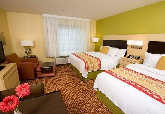 Williamsport, PA: Queen/Queen Guest Room
