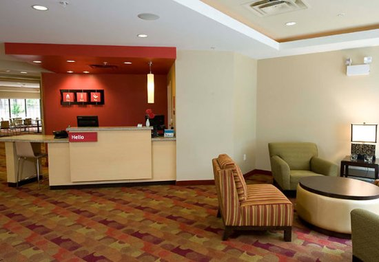 Williamsport, PA: Front Desk and Lobby
