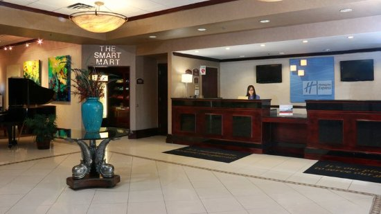 Stony Brook, NY: Our front desk agents are always ready to check you in!