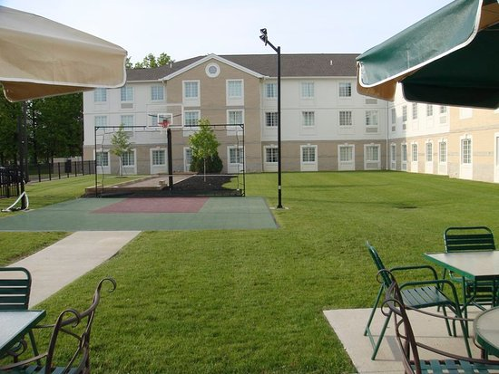 Mayfield Heights, OH: Courtyard