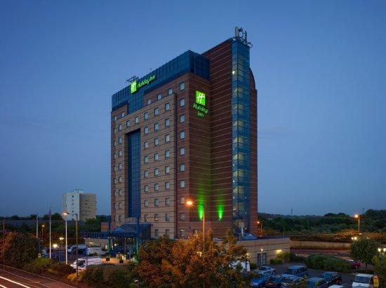 Holiday Inn London - Brent Cross: Hotel Exterior at night