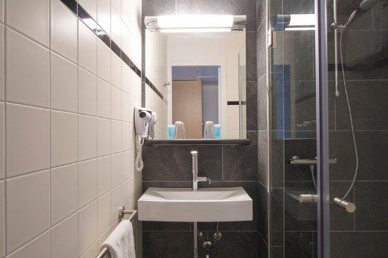 https://media-cdn.tripadvisor.com/media/photo-s/0f/ed/ac/eb/bastion-hotel-leeuwarden.jpg