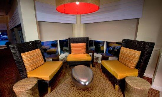 Canonsburg, Πενσυλβάνια:  Lobby Fireplace Lounge